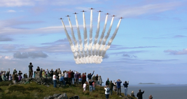 Red Arrows fly-past, Dunskeig Hill