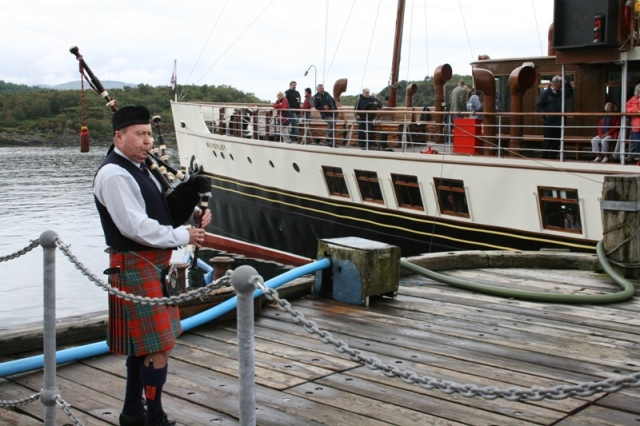 The lone piper plays as Waverley prepares to sail