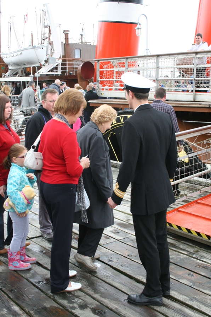 Passengers boarding PS Waverley at Tarbert's East Pier, July 2011