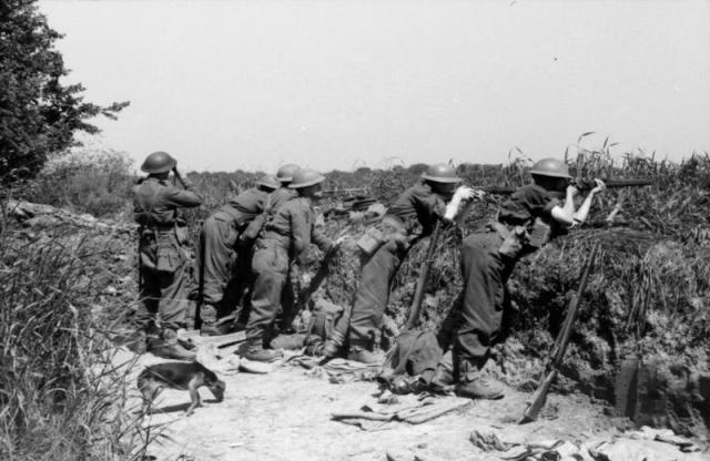 Men of the 7th Argyll and Sutherland Highlanders, 51st Highland Division, holding a position in the River Bresle area, 6 - 8 June 1940 (© IWM (F 4743))